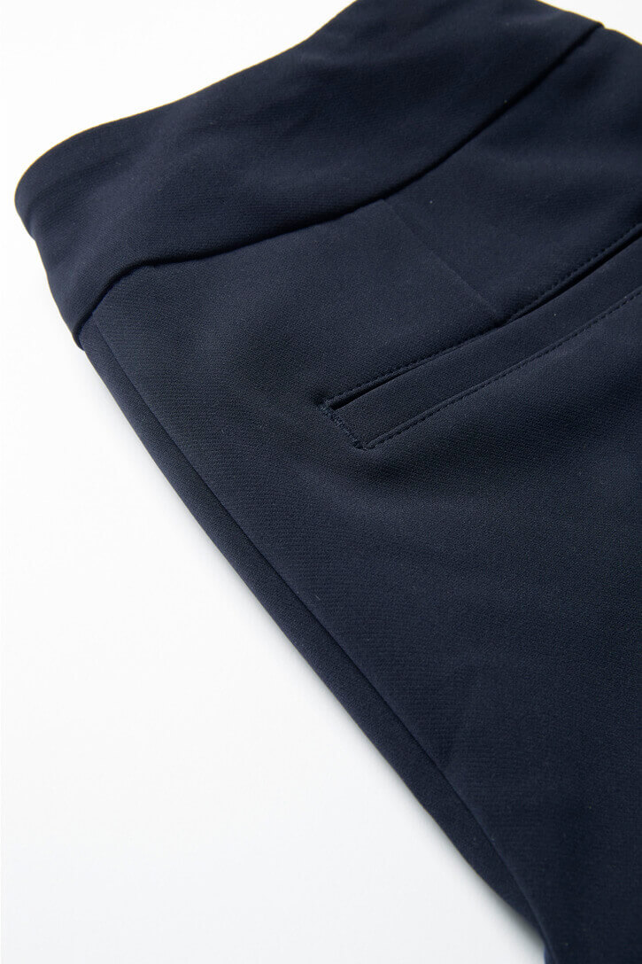 CL040LL_Navy_back-pocket